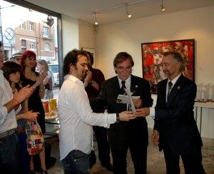 Romeo Niram receives MAC 2009 Journalism Award for Niram Art Magazine