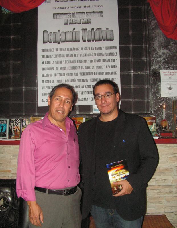 Benjamín Valdivia y Diego Vadillo López en el lanzamiento de su libro en Espacio Niram, Madrid